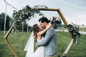 Easy Diy Archways For Outdoor Weddings Sorry The Thesorrygirls Decor Drapes Wood Photobooth Photoshoot Summer Wedding Flower Girls Arbor Arch Floral Wall Archway
