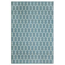 because it s constructed from polypropylene this rug can take the weather and it s eye