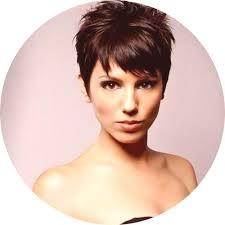 účesy Pro Krátké Vlasy Foto