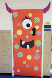 Simple Polka Dotted Monster Idea | Quick and Easy Halloween Classroom Door  Decorations {OneCreativeMommy.