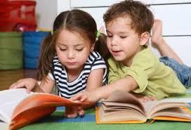 Resultado de imagen de niños viendo cuentos