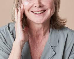 treating menopausal acne