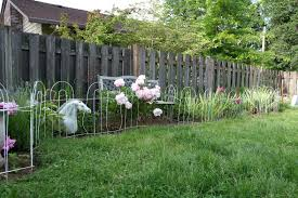 charmant flower bed fence decor innovative 009