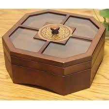 Khay hộp đựng bánh mứt kẹo bằng gỗ ngày tết hoạ tiết ngẫu nhiên.