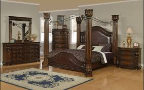 Pretty Interior Four Poster Bed. Queen Size Canopy Bedroom Set ...