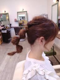 簡単でちょっと個性的なヘアアレンジ浮遊感が可愛いミディアム編
