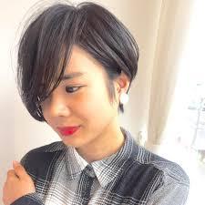 小走 祥菜さんのヘアカタログ 黒髪ダークカラー前髪長めバング