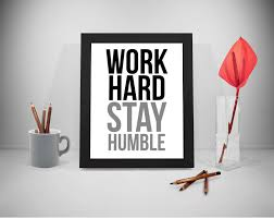 Travailler Dur De Rester Humble Citation De Dur Travail Motivation Humble Citation Citations De La Vie Le Travail Dur Devis Impression Devis