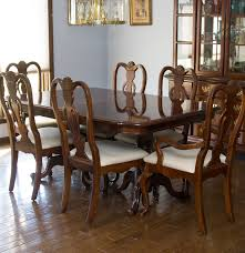 Dixie Furniture pany Queen Anne Style Dining Table and Chairs