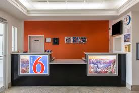 Motel Six We Ll Leave The Light On For You Motel 6 Downtown San Antonio Tx Booking Com
