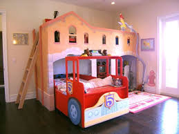Great Fire Truck Bed In Station, Sooo Cool And Would Be So Awesome In My Little  Boys Room. I Like The Bed Is On The Ground.
