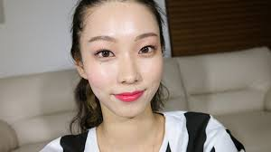 this korean makeup vlogger shows you how to achieve the perfect dewy summer look