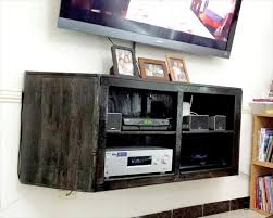 wall hanging media center out of pallets