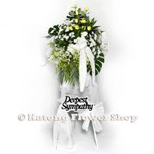 A better florist has a variety of flowers and funeral wreaths in singapore including flower stands, wreaths, baskets, and even table arrangements. Singapore Funeral Flowers Same Day Delivery Katong Flower Shop