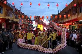 Atraksi barongsai vs naga di acara parade momo dimonas 2018. Makna Di Balik Warna Bentuk Dan Musik Barongsai