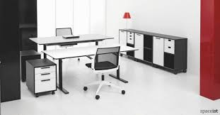 standing office table. q10 standing office desk with a black leg and white top table