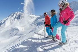 La Tanias Aprs-Ski Scene for 2017 | thoribuzz.info