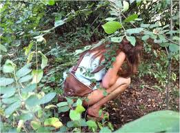 Girls peeing outdoors secretly
