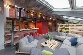 Stoere Loft Woonkamer Met Schuine Wand Huis Inrichtencom