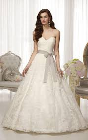 Strapless Sweetheart Neckline Elegant Lace Ball Gown Wedding Dress