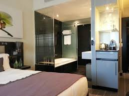 The Maslow: Bed With Full Unobstructed View Of The Bathroom Without Door