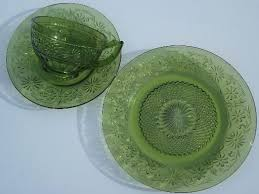 green glass plates green daisy vintage glass plates cups and saucers dishes set for 4 green