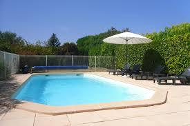 vue piscine depuis la cuisine location de vacances sauzet voir les 17 photos piscine éclairée location de vacances