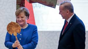 Merkel's Turkish delights: Erdogan showers German chancellor with gifts as the two meet in Istanbul (PHOTOS) — RT World News