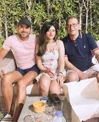 حقيقة خطوبة أحمد عز لابنة محاميه بعد تداول صورتهما - ليالينا