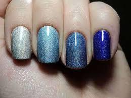 Jaký Lak Na Modré šaty Jak Si Vybrat Manikúru Pod Modrými šaty