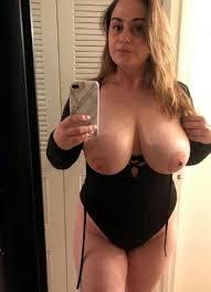 Amature Mature Women Nude Selfie