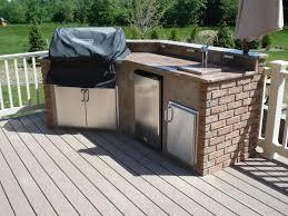 Kitchen Patio Choosing Between An Outdoor Kitchen Deck And An Outdoor Kitchen