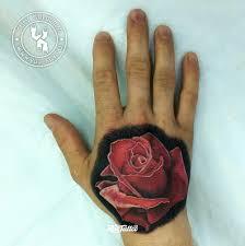 фото татуировки роза в стиле реализм татуировки на кисти рук