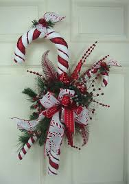 21 DIY Outdoor Christmas Decorations Ideas  Pool Noodles Candy Candy Cane Wreath Christmas Craft