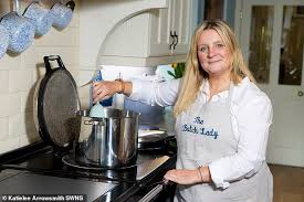 Suzanne Mulholland 'the Batch Lady' who can cook for up to FORTY ...