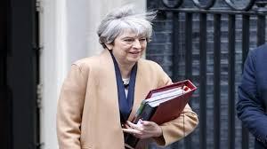 لندن - رئيسة وزراء بريطانيا ماي تجتمع بارنييه ويونكر في بروكسل