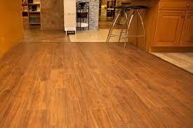 Tile Or Wood Floors In Kitchen Kitchen Floor Tiles That Look Like Wood Ceramic Tile Looks Like