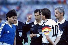 Como pessoa, Maradona é desprezível, diz juiz da final da Copa de 1990