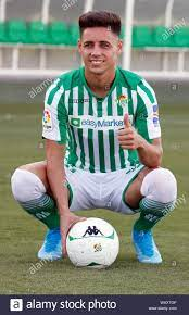 Seville, Spain. 22nd Aug, 2019. Real Betis new player Alex Moreno (C) poses  for the media during his presentation at Betis' Sports City in Seville,  Andalusia, Spain, 22 August 2019. Credit: Jose