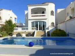 villa moderne avec piscine sur grand c avec amarre en vente a empuriabrava