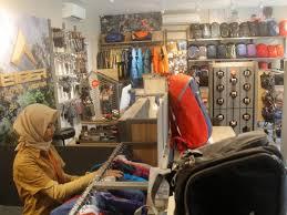 Terhitung sudah ada sekitar 170 store atau toko yang menyediakan tas ransel eiger, tas selempang, hingga produk wearable seperti sandal dan jaket eiger. Gak Perlu Repot Ke Bandung Eiger Adventure Hadir Di Subang Pasundan Ekspres