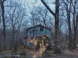 Ngôi nhà cổ tích của vợ chồng nữ nhà văn nổi tiếng ở miền Đông nước Mỹ: Có  sóc, nai và cả