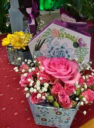 pretty gift box bouquet