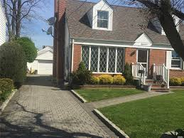 excellent wide line cape with new roof in the desired new hyde park garden city park school district nice entry way to lr with fire place dining room