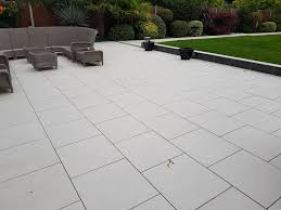cost to have a patio installed in es