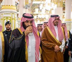 محمد بن سلمان يزور المسجد النبوي.. مستقلاً قطار الحرمين