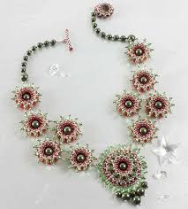 learn how to make crystal jewelery with this off loom crystal necklace design