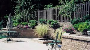 retaining wall with fountain