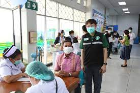 โรงพยบาลขอนแก่น ให้บริการฉีดวัคซีนป้องกันโควิด – 19 แก่บุคลากรทางการแพทย์  และกลุ่มผู้ที่เกี่ยวข้องกับการกระตุ้นเศรษฐกิจของจังหวัดขอนแก่น