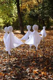 How to Make Halloween Ghost Holding Hands in a Circle